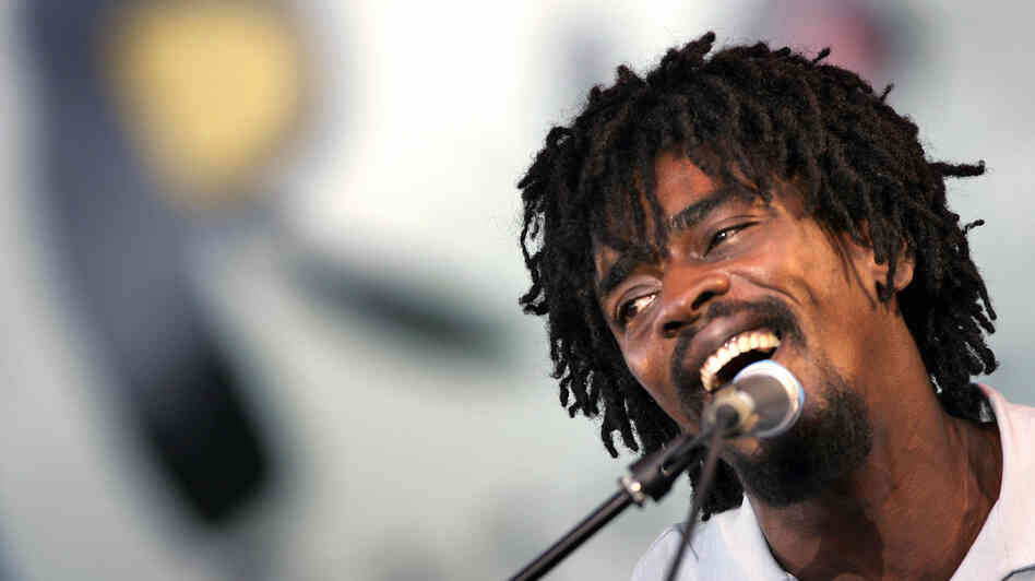 Seu Jorge performs on stage during a 2005 festival in Rio.