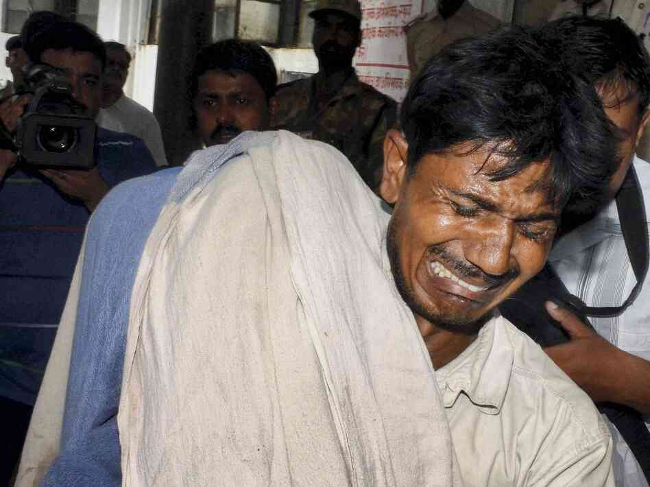 This man's daughter, who ate tainted food at a school on Tuesday, died in the eastern Indian city of Patna on Wednesday.