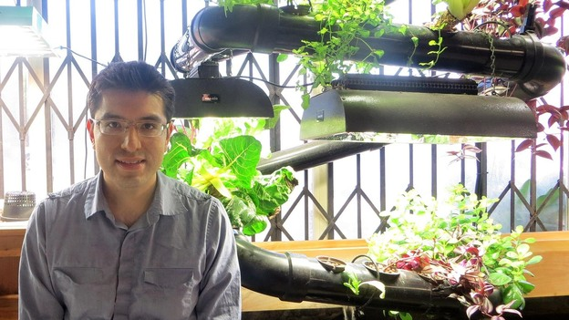 Juan Pablo Gonzalez, a science and math teacher in San Diego, posted an offer to teach urban planting, including hydroponic techniques. He and his wife were inspired by the site and offered to help by translating it into Spanish. (Courtesy of Juan Pablo Gonzalez)