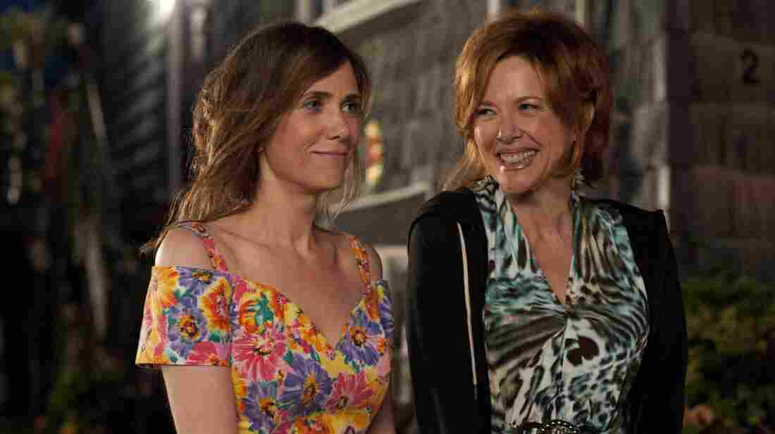 Kristen Wiig and Annette Bening are daughter and mother in a dysfunctional-family comedy about a playwright whose life needs a reboot — and the people who help her push the button.