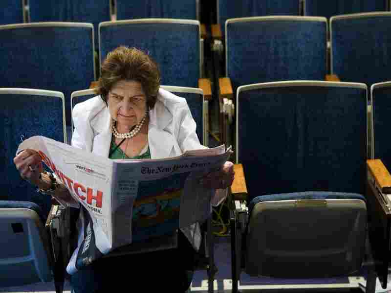 Helen Thomas reads the newspaper while