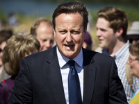British Prime Minister David Cameron has announced plans to block Internet porn by default on all British computers.