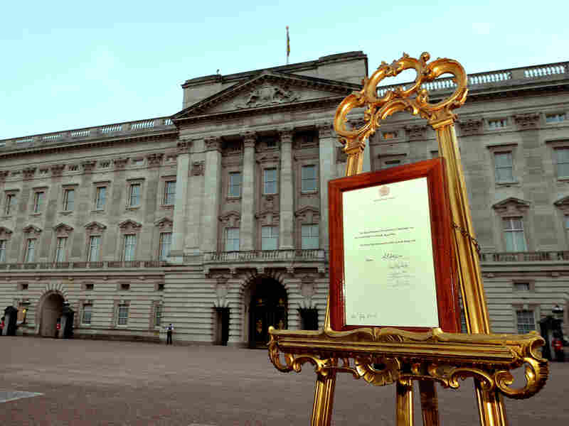 An easel stands in the Forecourt of Buckingham Palace to announce the birth of a baby boy, at 4:24pm to the Duke and Duchess of Cambridge at St Mary's Hospital on July 22, 2013 in London, England.