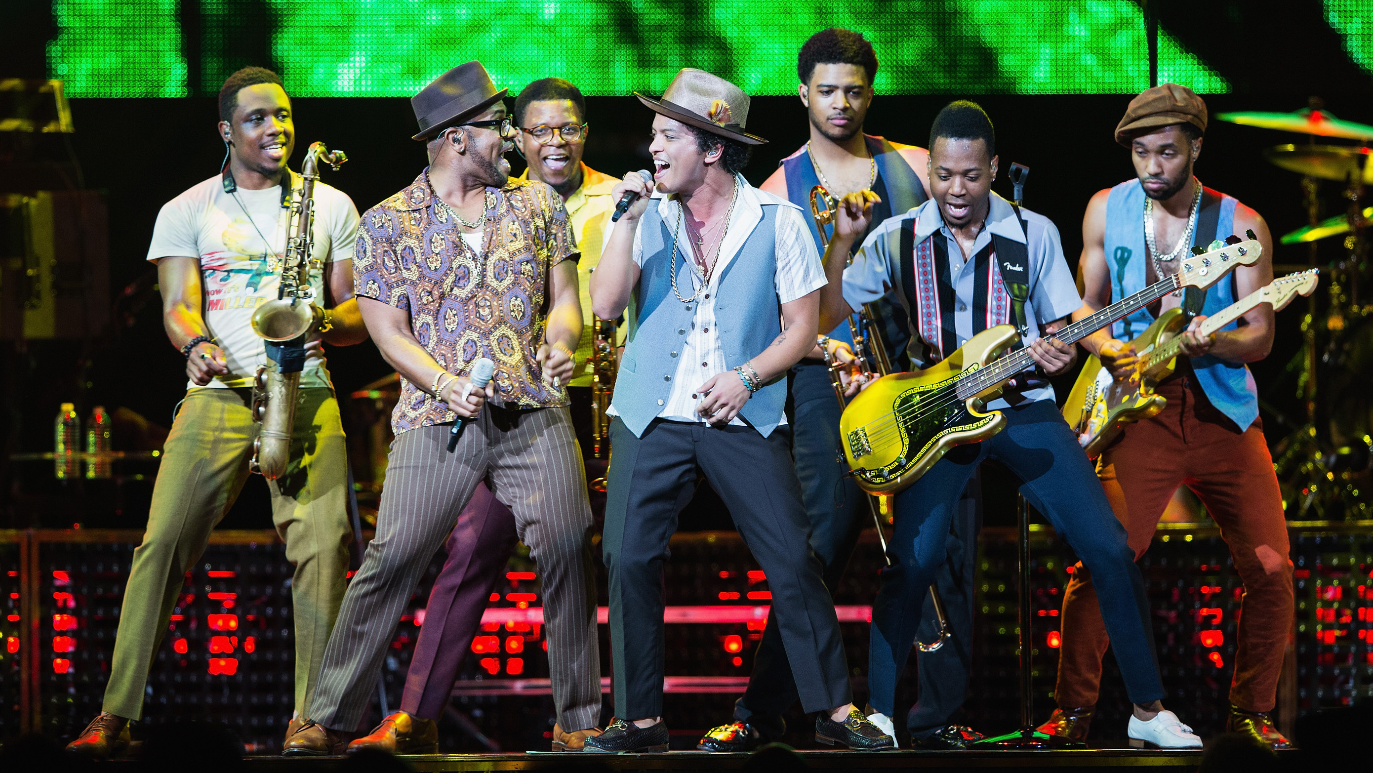 a review of bruno mars concert Bruno mars thrilled a capacity crowd at canadian tire centre on thursday with a high-energy review: bruno mars thrills with showmanship and fun concert review.