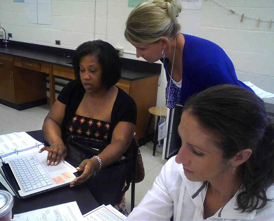 Teacher Karen Pate assists math teachers with Common Core materials in Baltimore. As in other states, Maryland teachers are attending