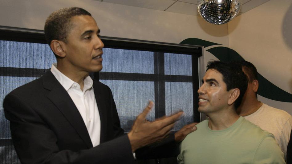 Sotelo chats with then-Senator Barack Obama in 2007 after an interview on his radio show <em>Piolín por la Mañana</em>.