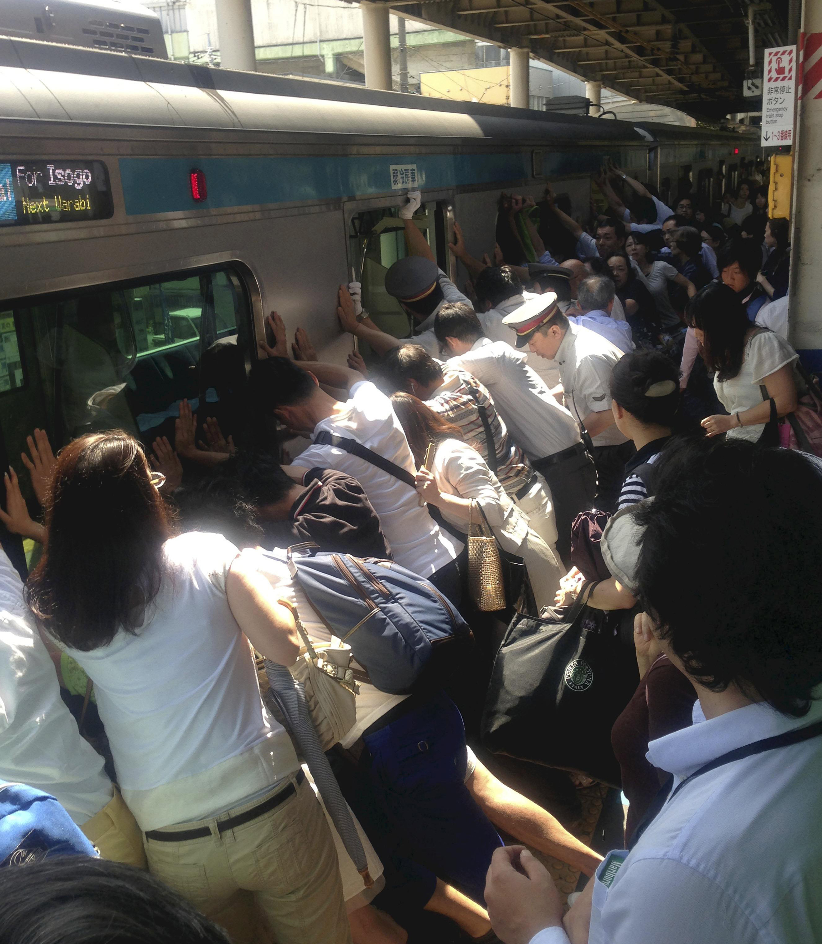 PHOTO: Japanese Commuters Tilt Train To Free Trapped Woman