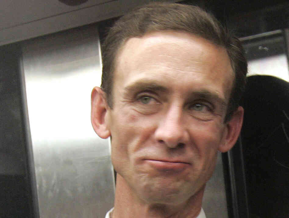 Chuck Palahniuk rides the Paris subway on Sept. 29, 2006.