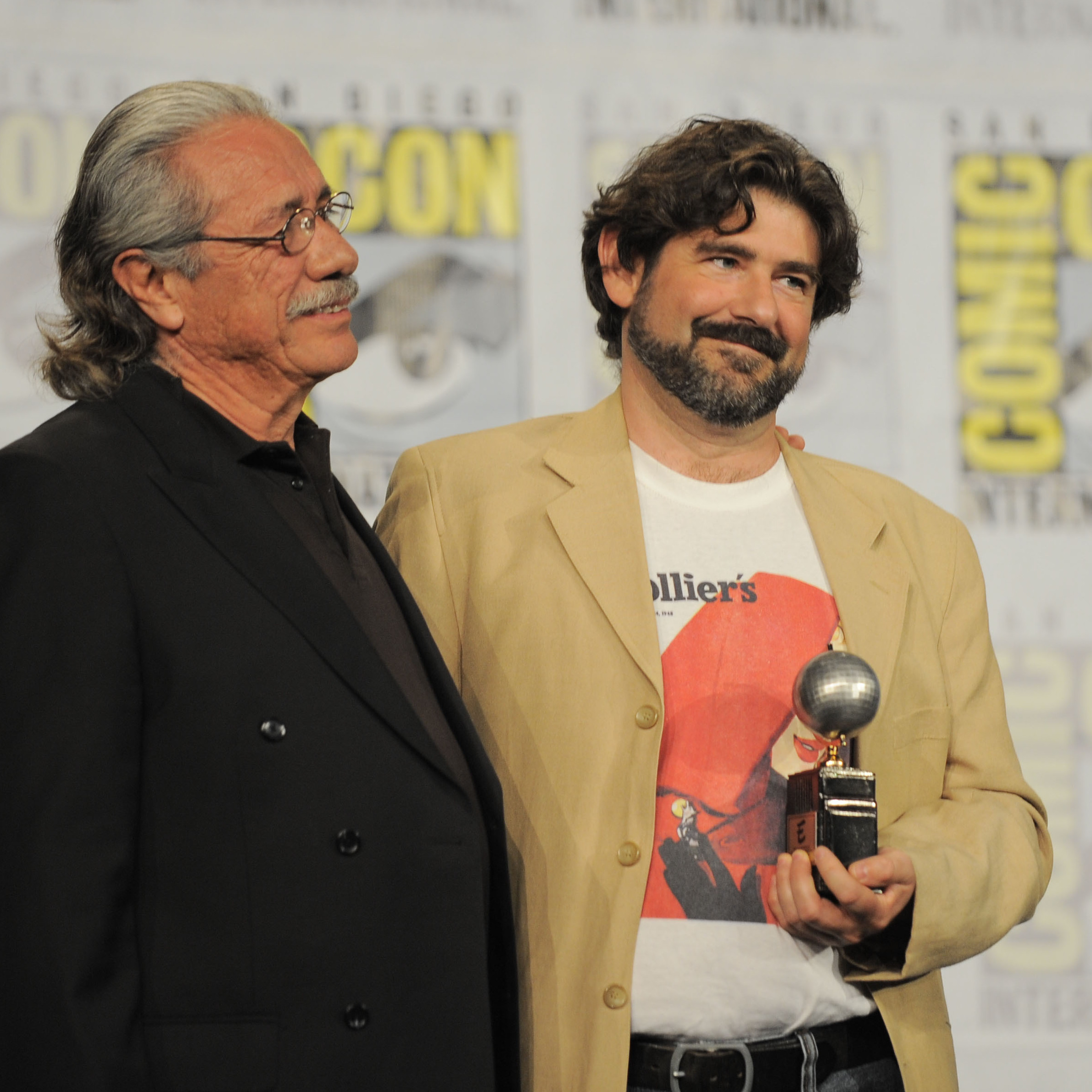 Actor Edward James Olmos (left) presents Juanjo Guarnido with an Eisner Award for his book Blacksad: Silent Hell on Friday.