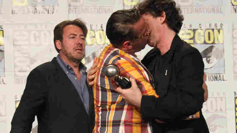 The 2013 Eisner Awards conclude with Chip Kidd planting one on Neil Gaiman over the jealous protestations of Jonathan Ross.