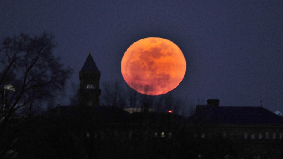Scientists have a new hint of evidence that a full moon can disturb sleep. (And not just because it's romantic.) (AFP/Getty Images)