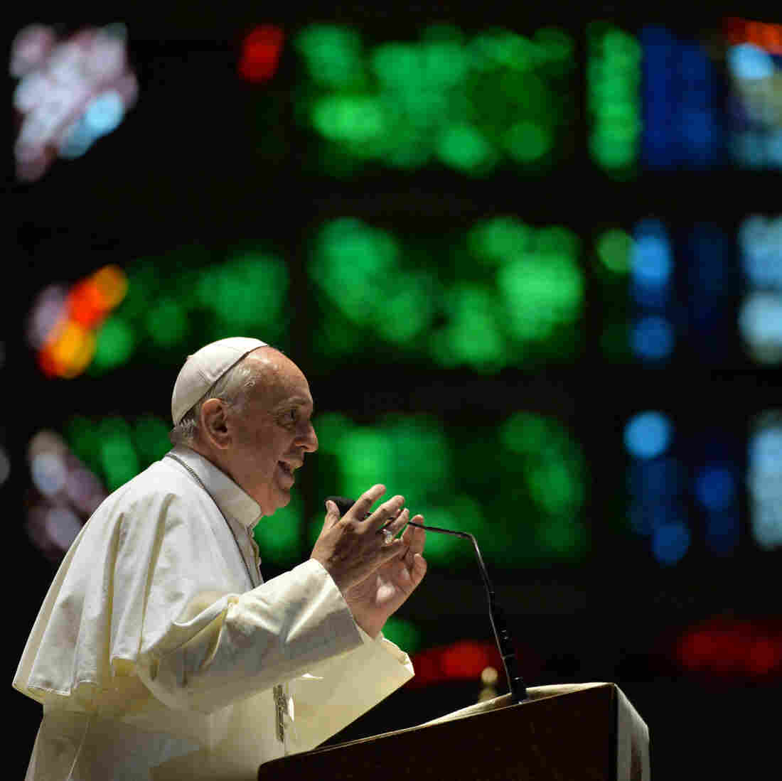 Pope Francis speaks during a gathering with Argentine youths at the Metropolitan Cathedral of Rio de Janeiro, on Thrusday. Pope Francis urged young Brazilians not to despair in the battle against corruption Thursday as he addressed their country's political problems in the wake of massive protests.