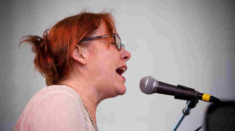 Iris DeMent, Live In Concert