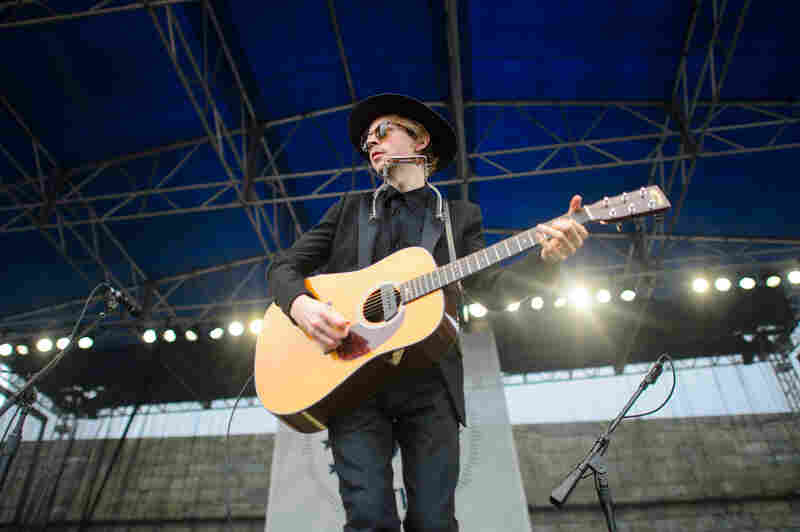 "Beck digs into his acoustic catalog with songs from Sea Change and Modern Guilt, but also introduces ""Loser"" as a ""folk song from the '90s."""