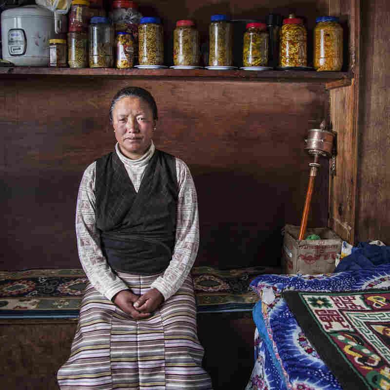 On Mount Everest, Sherpa Guides Bear The Brunt Of The Danger