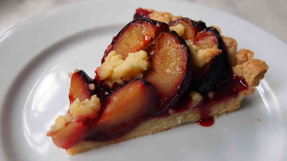 Zwetschgendatschi is the Bavarian word for plum cake. The dessert uses Damson plums,