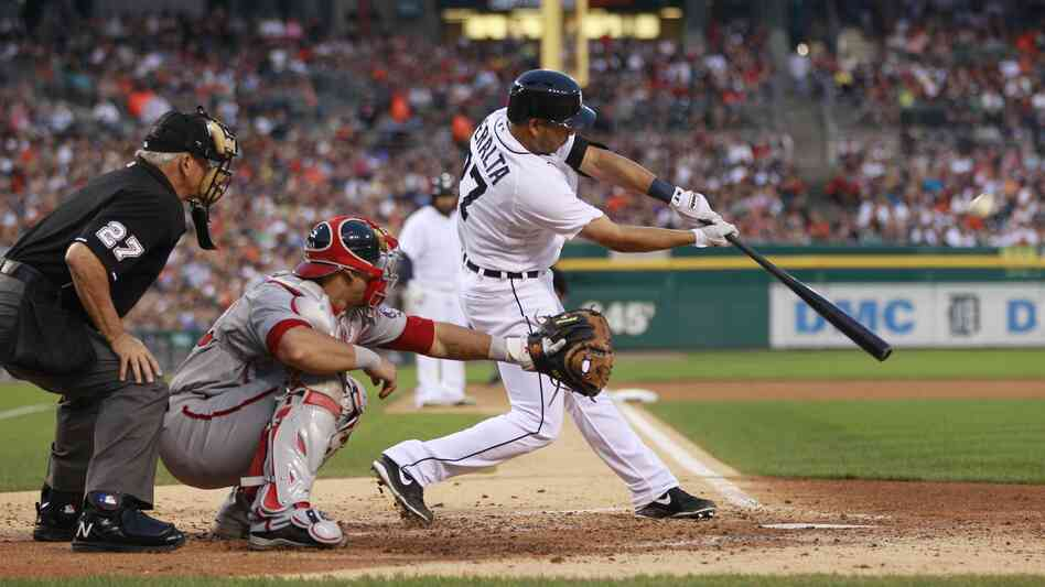 Detroit Tigers shortstop Jhonny Peralta bats during the six