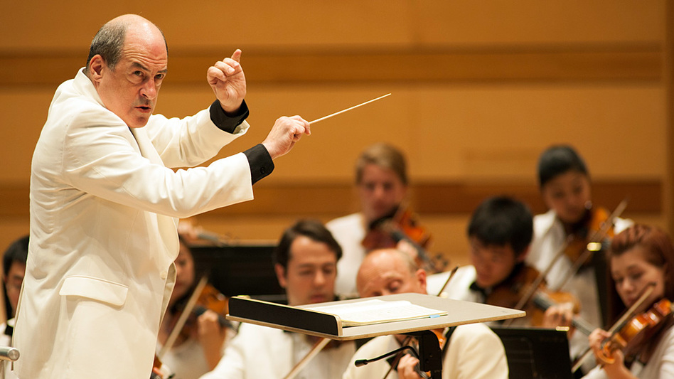 Robert Spano, music director of the Aspen Music Festival and School, conducts the Aspen Chamber Symphony. He is a fan of the Third Symphony by Aaron Copland.