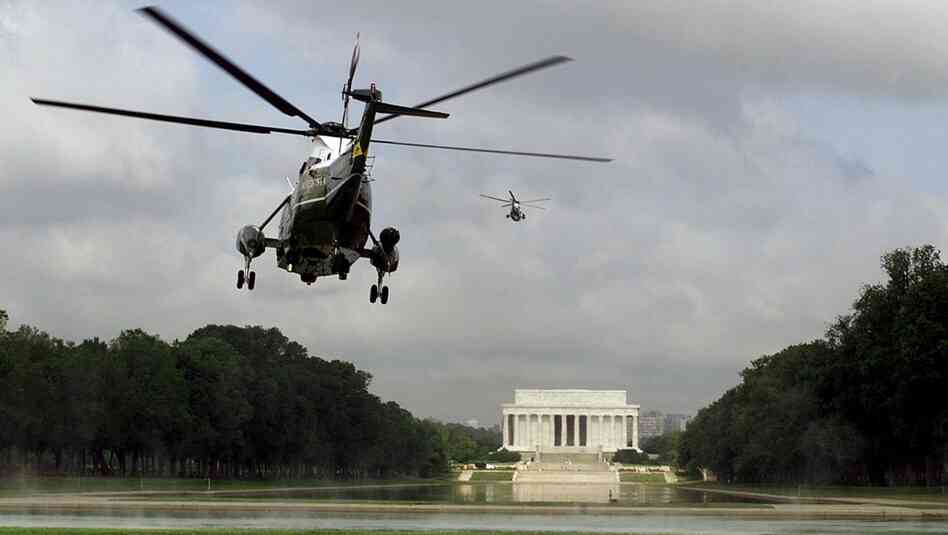 Marine One flys over the Lincoln Memorial with President Bill Clinton on board as he departed from the National Mall in May of 1999.