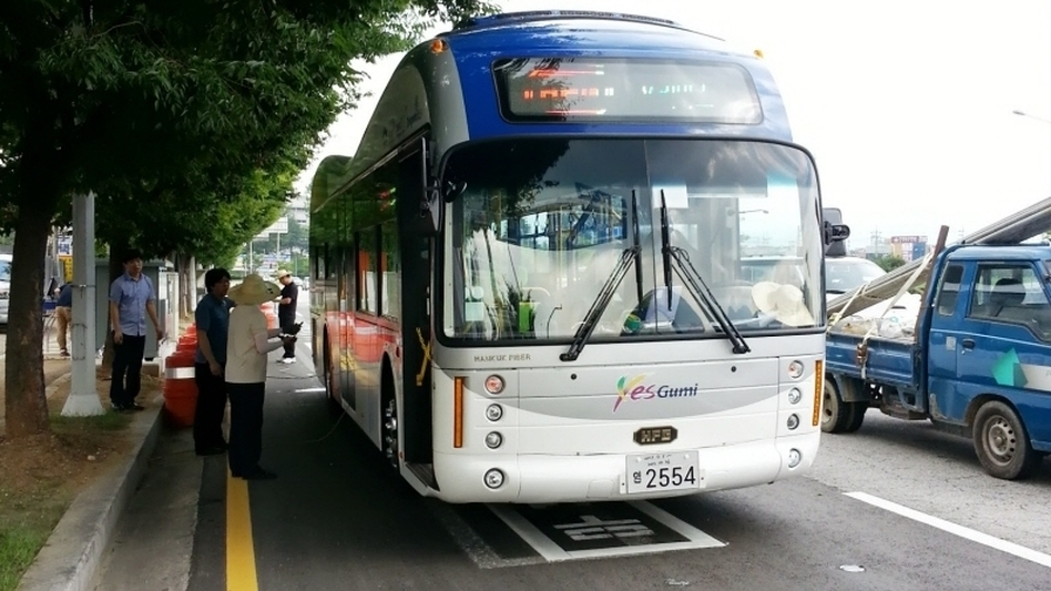 An electric city bus in Gumi, South Korea, is part of a program using electromagnetic fields to charge batteries of electric vehicles. (KAIST)