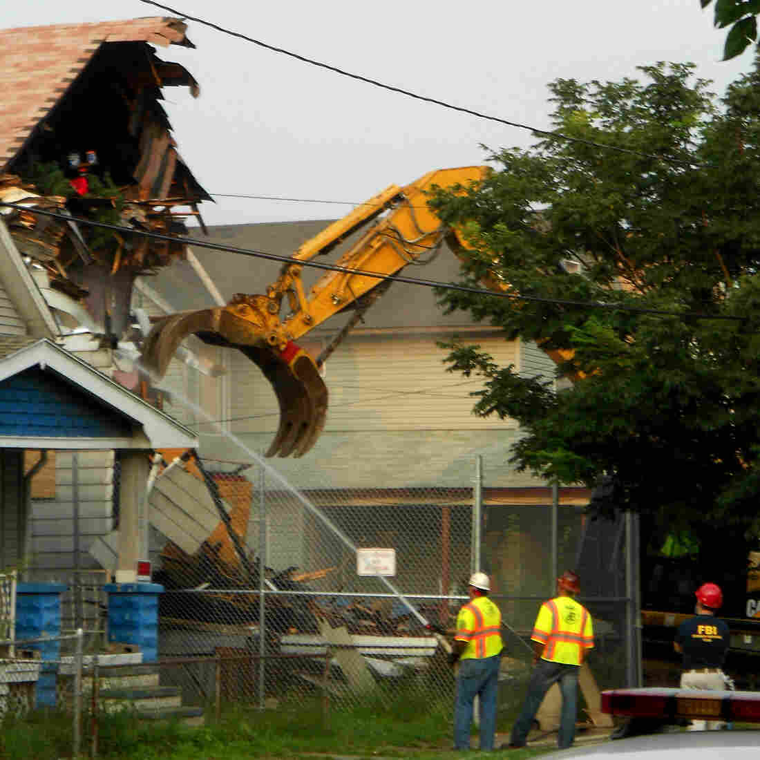 'Monument To Hell' Is No More: Cleveland Rapist's House Is Torn Down