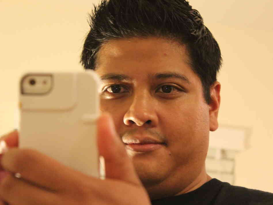 Jethro Ames uses the camera on his smartphone to take six- second videos on Vine. He's produced clips for various companies like GE Appliances and MTV.