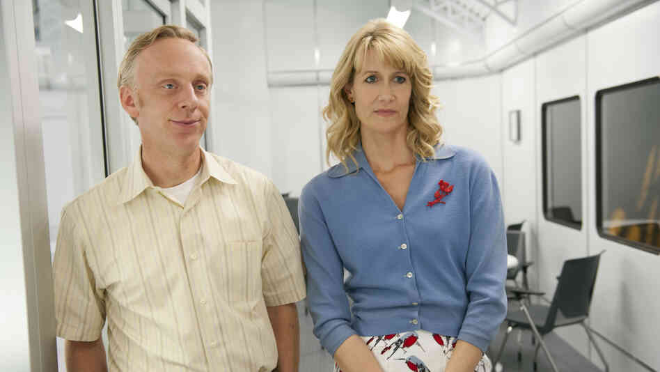 In HBO's Enlightened, Laura Dern stars as corporate executive Amy Jellicoe, who returns from a post-meltdown retreat to pick up the pieces of her broken life. Series creator Mike White stars as Tyler, Amy's friend and co-worker.