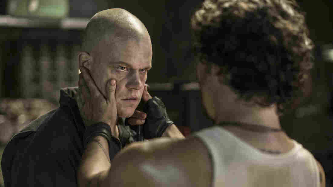 Wagner Maura, as someone named Spider, handles Max (Matt Damon) in Elysium.