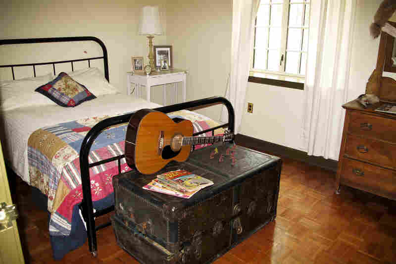 The Lauderdale Courts apartment where Elvis shared this room with his grandma Minnie has been restored. Fans can actually rent the apartment.