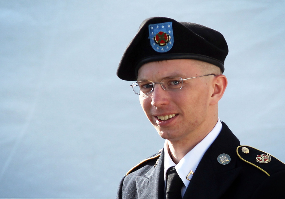 bradley manlen Private bradley e manning is the us army intelligence analyst who is suspected of disclosing more than 260,000 us diplomatic cables, plus over 90,000 intelligence reports about the war in afghanistan and a video of a military helicopter attack to the web site.