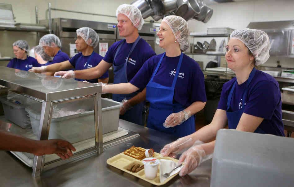 Kristin Yentes (right) and other volunteers from U.S. Bank