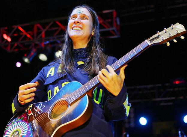 Andrea Echeverri of Aterciopelados.