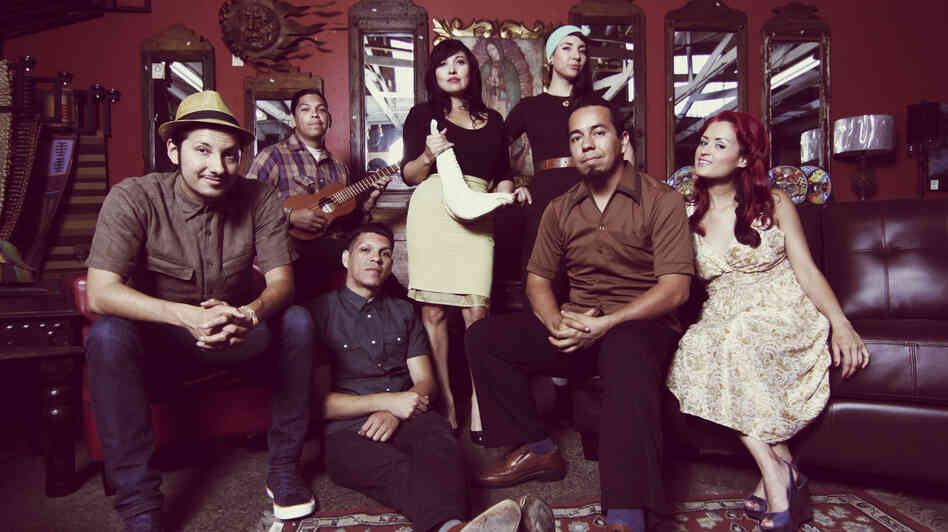 Las Cafeteras' members embrace Son Jarocho �