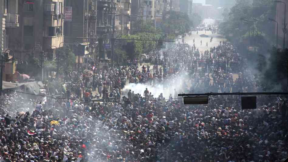 Muslim Brotherhood supporters clash with p