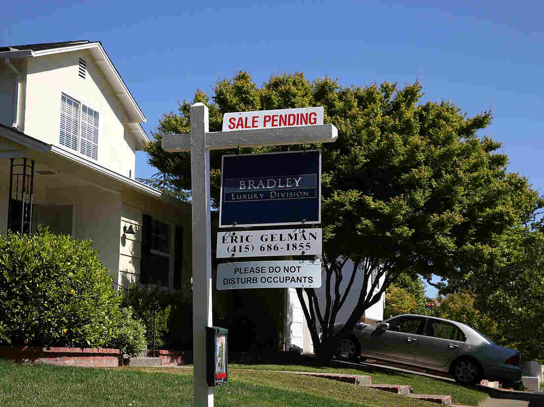 """A """"sale pending"""" sign in San Anselmo, Calif., earlier this year."""