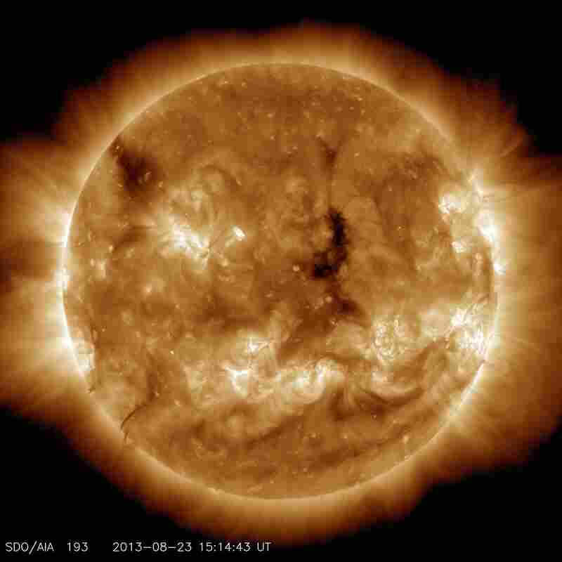 This image highlights the outer atmosphere of the sun, called the corona, as well as hot flare plasma. Hot active regions, solar flares and coronal mass ejections appear bright here. The dark areas, called coronal holes, are places where very little radiation is emitted. But these holes are the main source of solar wind particles.