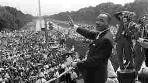 Civil rights leader Martin Luther King waves to supporters from the steps of the Lincoln Memorial