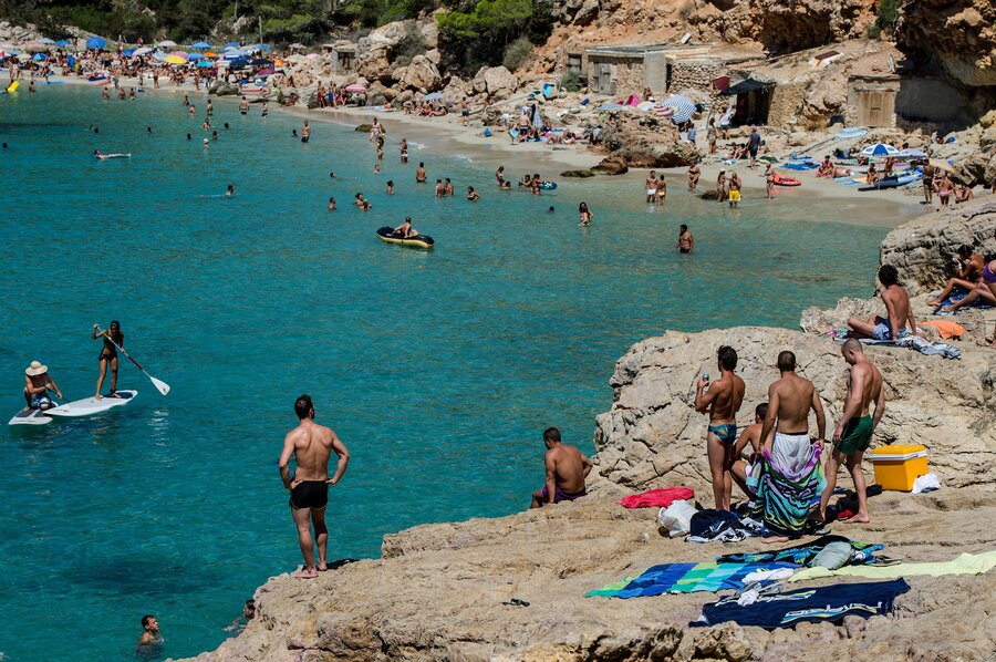 Beachgoers In Spain Face Invasion Of Jellyfish