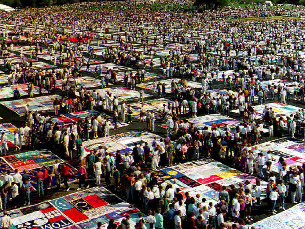 """The AIDS Memorial Quilt on display at the Washington Monument in October 1992. The AIDS crisis is the subject of John Corigliano's Symphony No. 1, """"Of Rage And Remembrance."""""""
