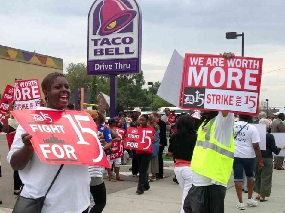 Outside a Taco Bell restaurant in Warren, Mich., early Thursday, supporters of the push by fast-food workers to raise the minimum