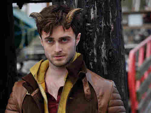 Daniel Radcliffe has horns in the film ... Horns.