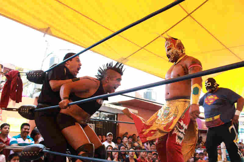 Although his flamboyancy often overshadows his wrestling skills, like most Exóticos, Juana La Loca is an excellent wrestler that both gay and straight fans admire for his technique.