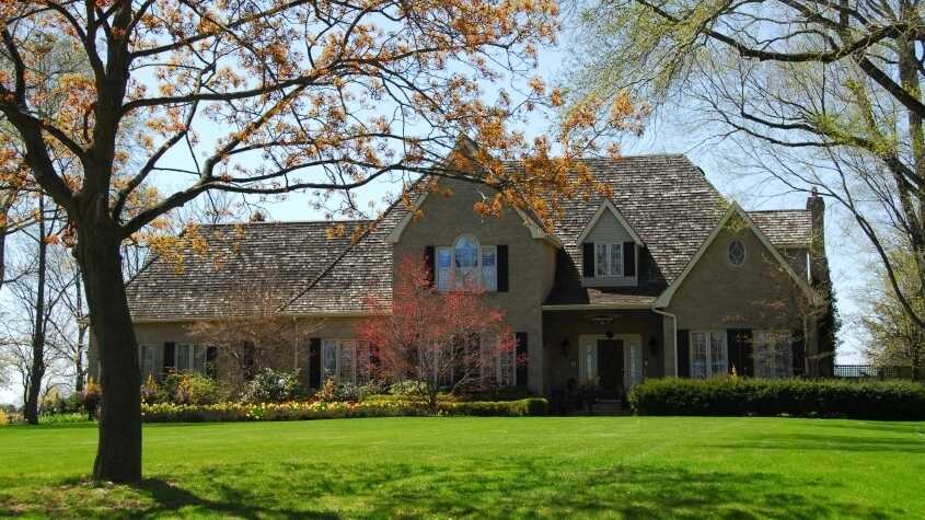Mansion in spring.