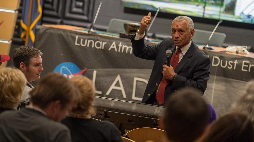 NASA Lunar Orbiter Solves Snag After Successful Launch
