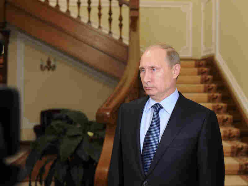 Russian President Vladimir Putin has called on Syria to turn over its chemical weapons to avoid a strike by the U.S.