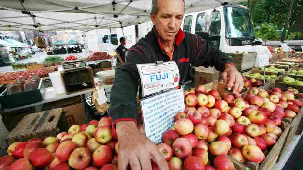 Ron Samascott with his local apples at the Union Square Greenmarket in New York. The city is teaming up with Wholesome Wave, hospitals and farm markets to pilot a fruit and vegetable prescription program.