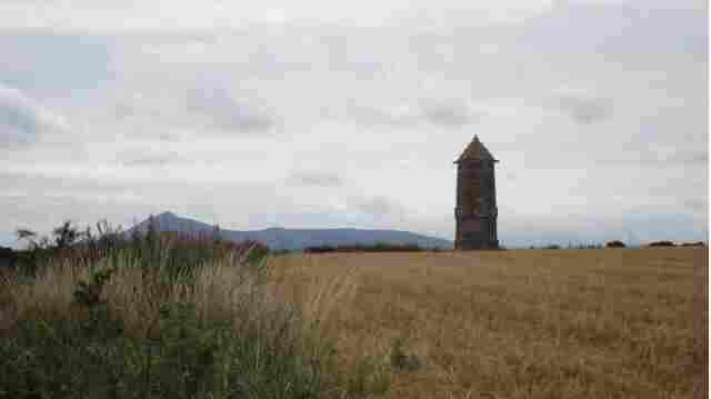 This monument was erected outside of Inverurie in 1911 to commemorate the 500th anniversary of the Battle of Harlaw.