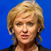 The Daily Beast editor-in-chief Tina Brown plans to leave the website to produce live forums on news topics.