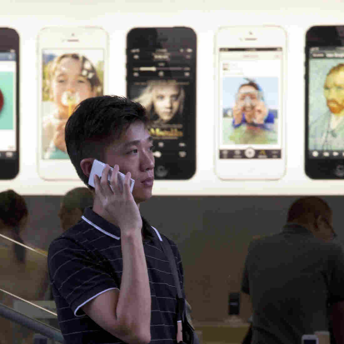 Dear Apple: Good Luck Against The Smartphone Black Market