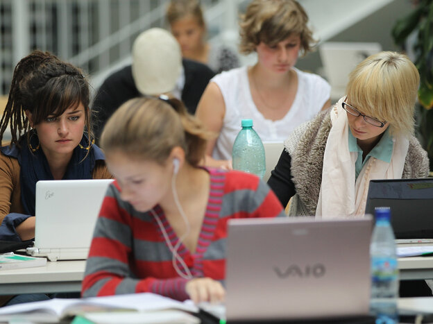 Students studying on their laptops in Berlin. Writer Clive Thompson says that actively engaging wi